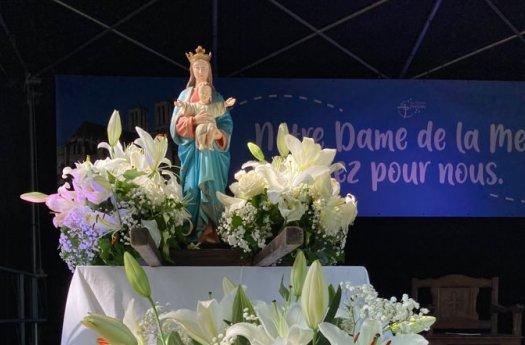 Une pause de prière à Marie, notre mère