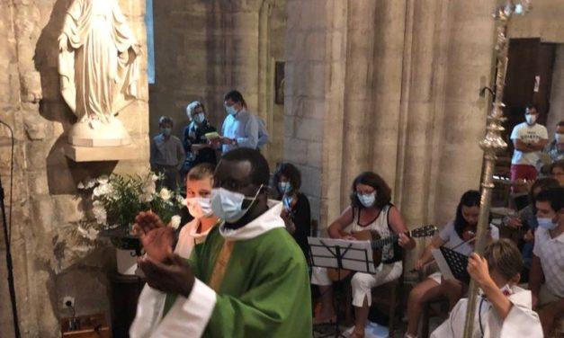 Rassemblés pour dire « au revoir » au père Jean-Baptiste à Sainte-Croix…